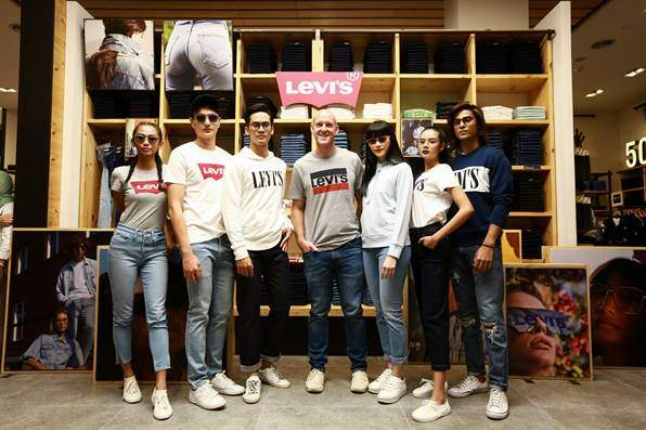 Safilo Group Introduces a New Eyewear Collection with Levi's